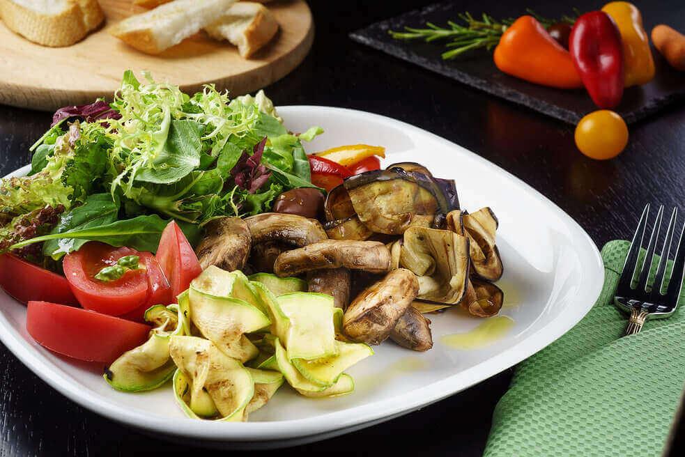 Прованское плато из печеных овощей