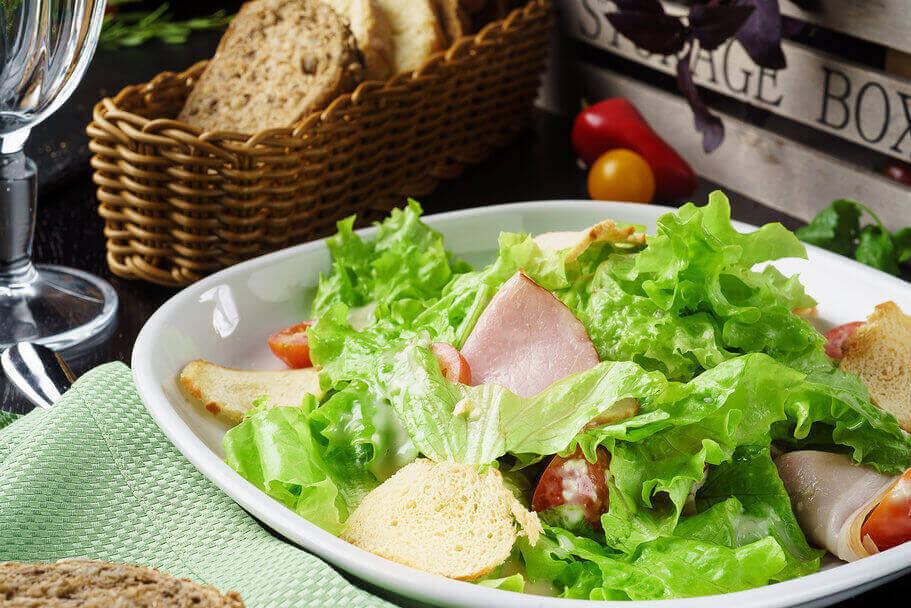 Салат с тамбовским окороком